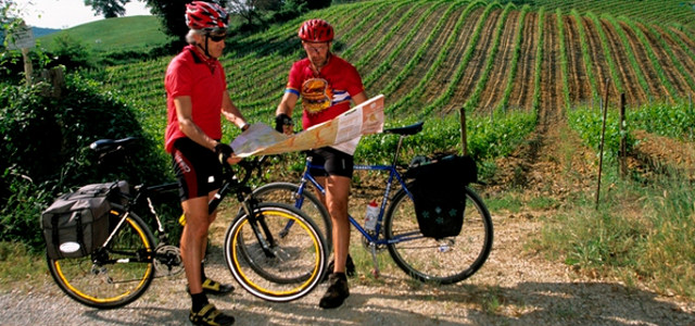 Cycling in Tuscany's vineyards