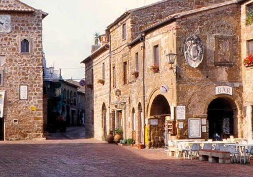 Sovana, a medieval gem in tuff rock
