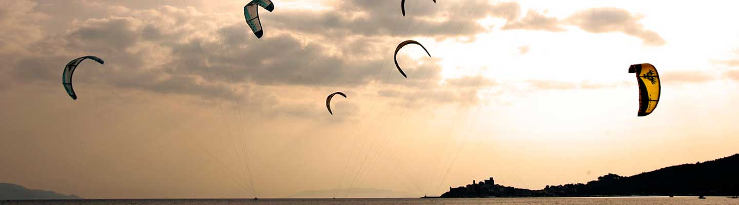 Kitesurfing in Maremma Tuscany, photo by Andrea de Maria